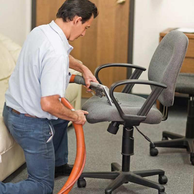 Curăţenie scaune, fotolii şi canapele